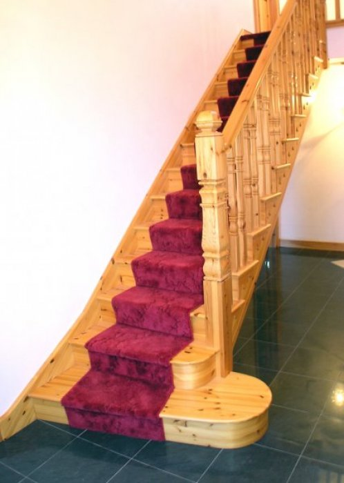 Red Deal Cut-String with Carpet Runner
