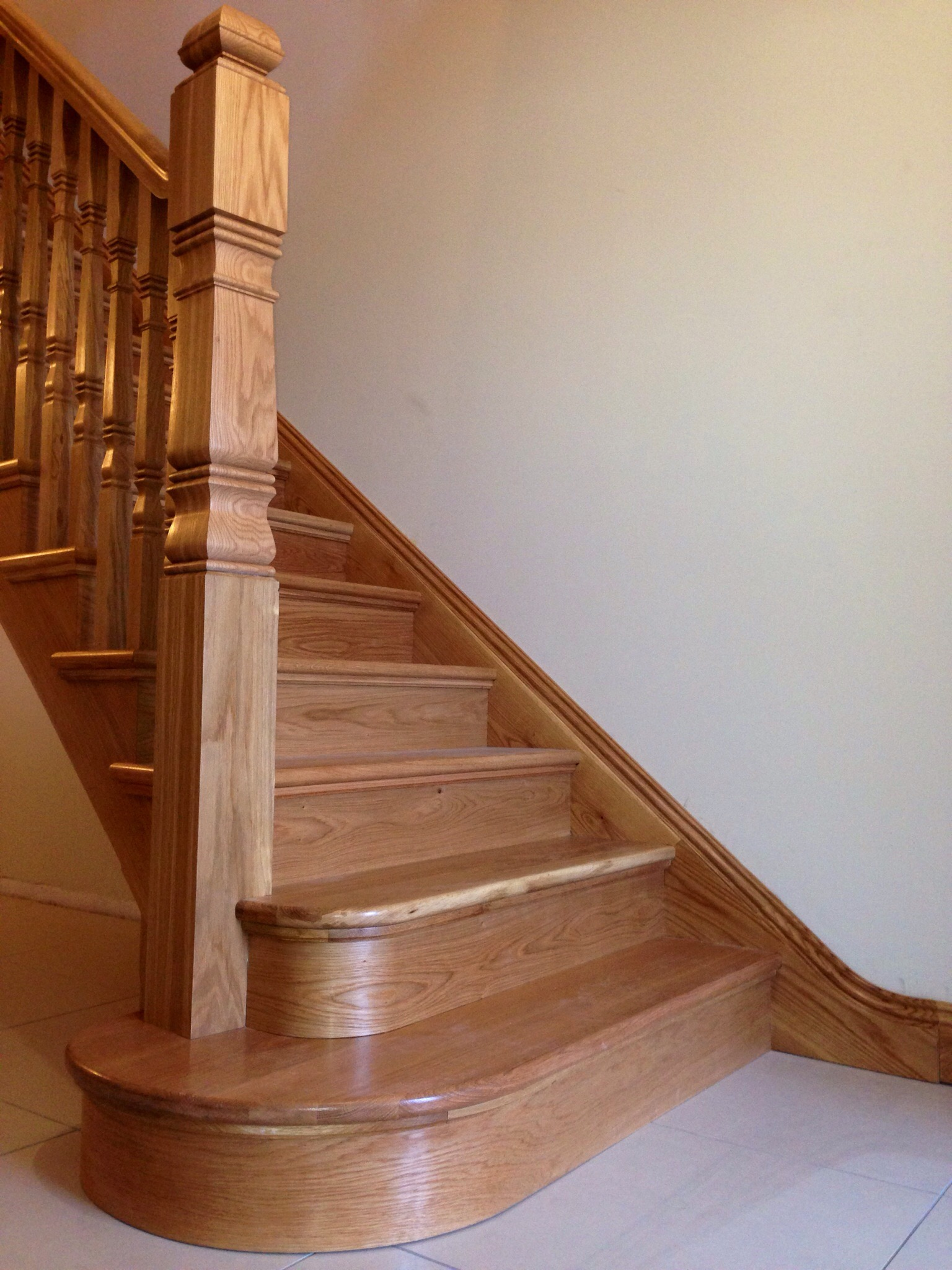 White Oak Curved stairs with curved wall string